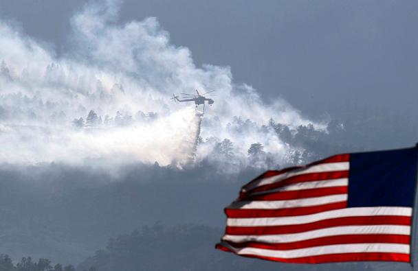 Пожары бушуют также в штатах Калифорния, Колорадо, Невада, Нью-Мексико и Юта, распространению пламени способствует сухая и ветреная погода, установившаяся в регионе в последние недели. Эвакуированы десятки тысяч жителей