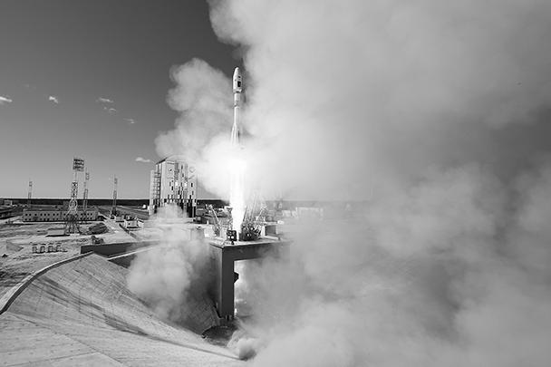 «Сегодня для нас солнечный день во всех смыслах. Сегодняшний день можно назвать днем начала работы нового российского космодрома Восточный», – сказал глава Роскосмоса Игорь Комаров