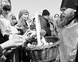 Cегодня в храме происходит что-то самое важное и для каждого из них тоже (фото: Виталий Аньков/РИА Новости)