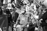 """В Биробиджане шествие стартовало на площади имени Ленина и завершилось в сквере Победы, где прошел митинг памяти погибших героев (фото: Организаторы акции """"Бессмертный полк"""")"""