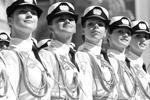 Впервые в параде участвовали девушки-курсанты из Военного университета и Вольского филиала Академии материально-технического обеспечения им. Хрулева (фото: Reuters)