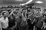 В раздевалке ЦСКА после победы в финале Евролиги поздравления продолжились (фото: Алексей Филиппов/РИА Новости)