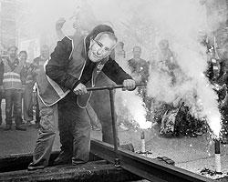 Призрак рабочего движения XIX века бродит по Европе (фото: Laurent Cipriani/AP/ТАСС)