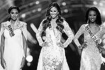 Финалистки конкурса: Мисс Джорджия Имании Дэвис, Мисс Гавайи Челси Хардин и Мисс Колумбия Дешона Барбер (фото: Steve Marcus/Reuters)