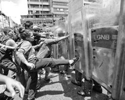 Провал Чавеса и его соратников очевиден.(фото: Ariana Cubillos/AP/ТАСС)