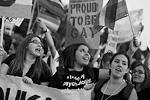 Несмотря на трагедию в США, запланированные ранее гей-парады все же состоялись в воскресенье в других странах, в том числе и в греческой столице - Афинах (фото: Nikolas Georgiou/ZUMA/ТАСС  )