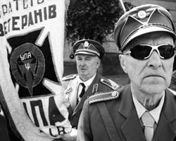 Мог ли кто-то одеть маску Шухевича и форму УПА и начать убивать поляков? (фото: Александр Мазуркевич/РИА Новости)