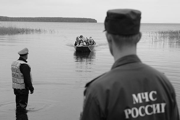 Глава МЧС распорядился максимально ускорить поисково-спасательные работы