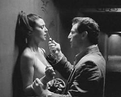 E современной женщины уже давно нет той защиты, которую (наравне с бесправием) ей давало традиционное общество (фото: Les Cinémas de la Zone)