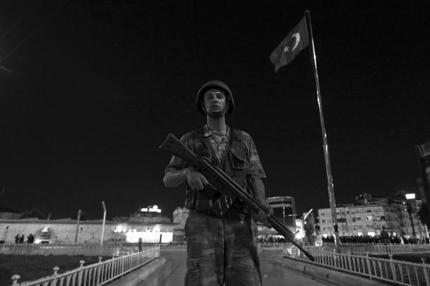 Военные заявляют о контроле над ключевыми инфраструктурными объектами Турции