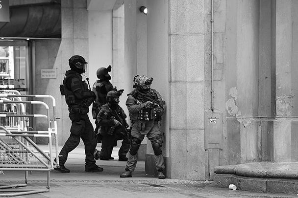 Стрельба началась в крупном торговом центре немецкого города Мюнхена днем в пятницу