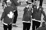 Команды традиционно используют при дизайне формы мотивы национального флага (фото: Lucy Nicholson/Reuters)