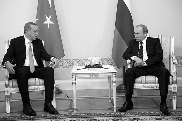 После переговоров президентов России и Турции Владимира Путина и Реджепа Тайипа Эрдогана в целом сложился «очень хороший» настрой, заявил представитель турецкого лидера. Напомним, 27 июня Путин получил послание Эрдогана, в котором турецкий президент извинился за гибель пилота российского Су-24 в Сирии и выразил готовность восстанавливать отношения с Россией. Через два дня главы двух государств провели телефонные переговоры, в ходе которых договорились о принятии мер для нормализации отношений между странами и о личной встрече. Путин в нынешнем разговоре с Эрдоганом отметил, что его послание создало предпосылки для начала возобновления совместной работы