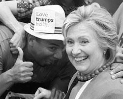 Хиллари вменила Трампу «системный расизм» (фото: Lucy Nicholson/Reuters)