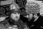 День чеченской женщины глава республики Рамзан Кадыров отметил в необычном наряде - кольчуге, шлеме и прочих атрибутах средневекового воина. Кроме того, Кадыров прихватил с собой меч и копье