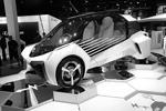 Еще один электромобиль привезла Toyota. Модель FGV Plus поддерживает тренд по созданию автомобилей, не загрязняющих окружающую среду (фото: Michel Euler/AP/ТАСС)