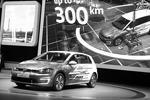 Электрическая версия популярной модели VW e-Golf Touch (фото: Uli Deck/DPA/ТАСС)