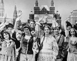 Очень разумным было решение об упрощенной процедуре предоставления гражданства России всем бывшим гражданам СССР (фото:В. Добровольский,И. Сущенко/ТАСС)
