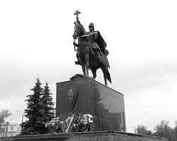 Открытие памятника царю Иоанну Грозному в Орле вызвало немалые споры (фото: Сергей Мокроусов/РИА Новости)
