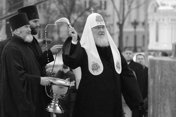Патриарх Московский и всея Руси Кирилл освятил памятник князю Владимиру на Боровицкой площади Москвы