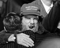 Демократия, это история про пресловутое молчаливое большинство (фото: Mike Segar/Reuters)