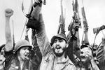 Фидель Кастро родился 13 августа 1926 года в селении Биран в семье владельца крупной сахарной плантации кубинской провинции Орьенте. В 1953 году возглавил штурм казарм Монкада, после которого был арестован и осужден на длительный тюремный срок (фото: CPA Media/Pictures From History/Global Look Press)
