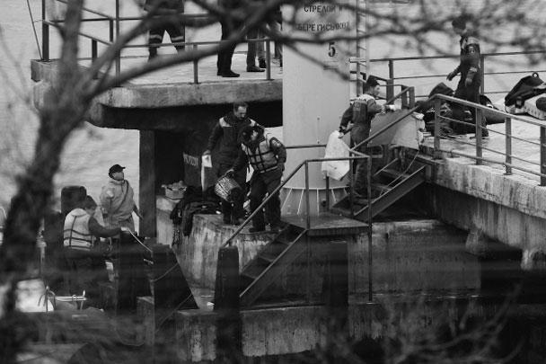 Поисковая операция продолжается несколько часов, на данный момент (13 часов по Москве) обнаружено семь тел