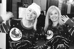 Звезда сериала «Теория большого взрыва» Кейли Куоко с подругой нарядились в одинаковые свитера с санями (фото: instagram.com/normancook)