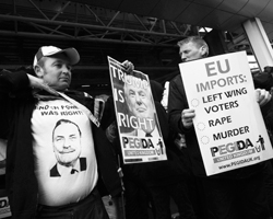 Реальную демократию де-факто ликвидируют (фото: Алекс Макнотон/РИА Новости)