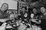 Член международного космического экипажа россиянин Олег Новицкий завел страничку в Instagram. Космонавт опубликовал уже пять фотографий, сделанных на орбите, которые рассказывают о нем и его коллегах, жизни и работе в условиях невесомости (фото: instagram.com/novitskiy_iss)