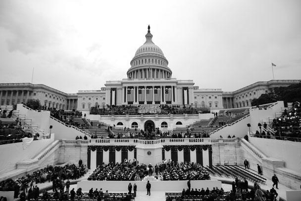 Дональд Трамп был приведен к присяге в ходе церемонии инаугурации на ступенях Капитолия в Вашингтоне. Присягу Трампа принял председатель Верховного суда США Джон Робертс
