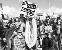 «Вагина наносит ответный удар» («Pussy grabs back») (фото: Tom Walko/ZUMA/ТАСС)