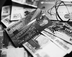 Большинство расчетов в России происходят «кэшем» (фото: Антон Новодережкин/ТАСС)