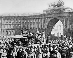Внезапно, как черт из табакерки, из немецкого пломбированного вагона выскочил Ленин и все испортил (фото: ТАСС)