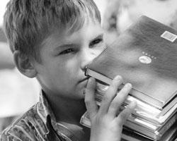 Не надо возлагать на литературу большие надежды в воспитании человека (фото: Сергей Венявский/РИА Новости)