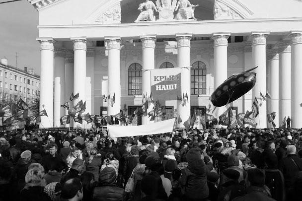 В Калуге в митинге приняли участие депутаты городского парламента, представители ветеранских, общественных и молодежных организаций и простые горожане