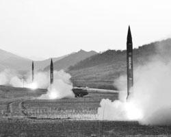 О своей ядерной безопасности европейцам придется позаботиться самим (фото: KCNA KCNA/Reuters)