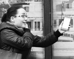 Для петербуржцев, как подвозивших, так и подвозимых, приложения на их смартфонах оказались серьезным подспорьем (фото:Петр Ковалев/ТАСС)