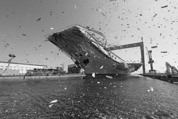 На торжественной церемонии спуска второго авианосца на воду присутствовал зампредседателя Центрального военного совета КНР Фань Чанлун. По общемировой традиции, перед спуском корабля перерезали ленту и разбили бутылку шампанского. Не обошлось и без гирлянд и конфетти