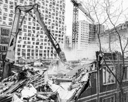 Программа реновации в случае ее «успеха» в столице будет распространена и на остальные города (фото:Антон Денисов/РИА Новости)
