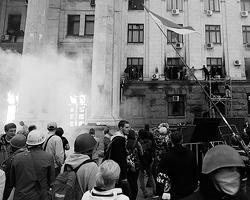 Пожаром оказалась объята лишь незначительная площадь в довольно внушительном здании (фото: Volokin Yevgeny/Reuters)