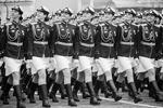 Военнослужащие на Красной площади во время военного парада, посвященного 72-й годовщине Победы в Великой Отечественной войне (фото: Михаил Метцель/ТАСС)