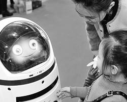 Ну какой нормальный ребенок предпочтет книгу кукле или стрекочащему и мигающему лампочкой автомату? (фото: Feng Jun/Zuma/Global Look Press)