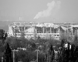 Некогда красивый Донецкий аэропорт превратился в руины после ударов украинских ВВС (фото: Shamil Zhumatov/Reuters)