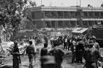 Машина взорвалась у посольства Германии, но пострадали еще несколько диппредставительств и офисов информагентств (фото: Rahmat Gul/AP/ТАСС)