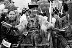 Участница фестиваля «Многонациональная Россия» на Пушкинской площади Москвы в рамках празднования Дня России (фото: Александр Щербак/ТАСС)