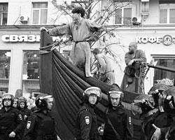 На Тверской всегда будет масса постороннего народа, который можно будет записать на митингах в «свои» (фото:Илья Питалев/РИА Новости)