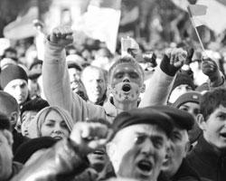 Майдан привел не к процветанию, а падению жизненного уровня граждан, войне, потери территорий, к появлению многомиллионной армии беженцев (фото:Павел Паламарчук/РИА Новости)