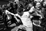 В столичной полиции заявили, что в целом мероприятие прошло без массовых нарушений правопорядка. Между тем, шесть человек все же были задержаны, они пытались прорвать оцепление и спровоцировать конфликт со сторонниками ЛГБТ. В организации «Правый сектор» (запрещена в РФ) утверждают, что задержаны 10 человек (фото: Valentyn Ogirenko/Reuters)