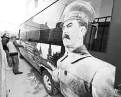 «Красного человека» здесь не изжить, потому как сама Россия красная (фото: Павлишак Алексей/ТАСС)